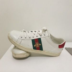 Ace embroidered low-top Gucci sneakers
